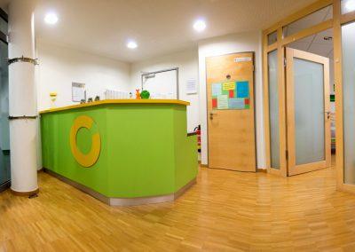 Empfang und Wartezimmer der Praxis im Gesundheitszentrum Langenau