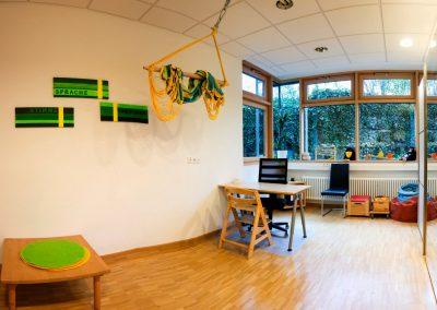 Heller, freundlicher Therapieraum in der Praxis im Gesundheitszentrum Langenau